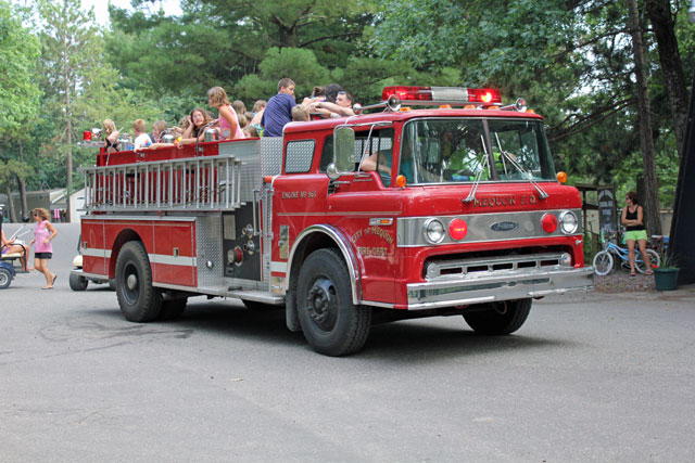 holiday-shores-fire-truck-rides
