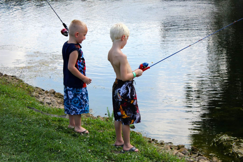 holiday-shores-kids-fishing