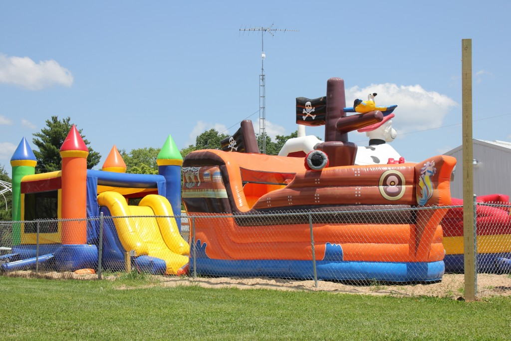 holiday-shores-bounce-houses