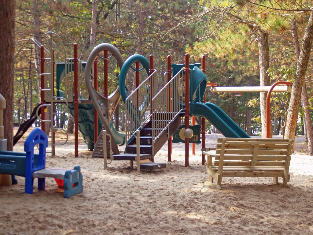 holiday-shores-playground