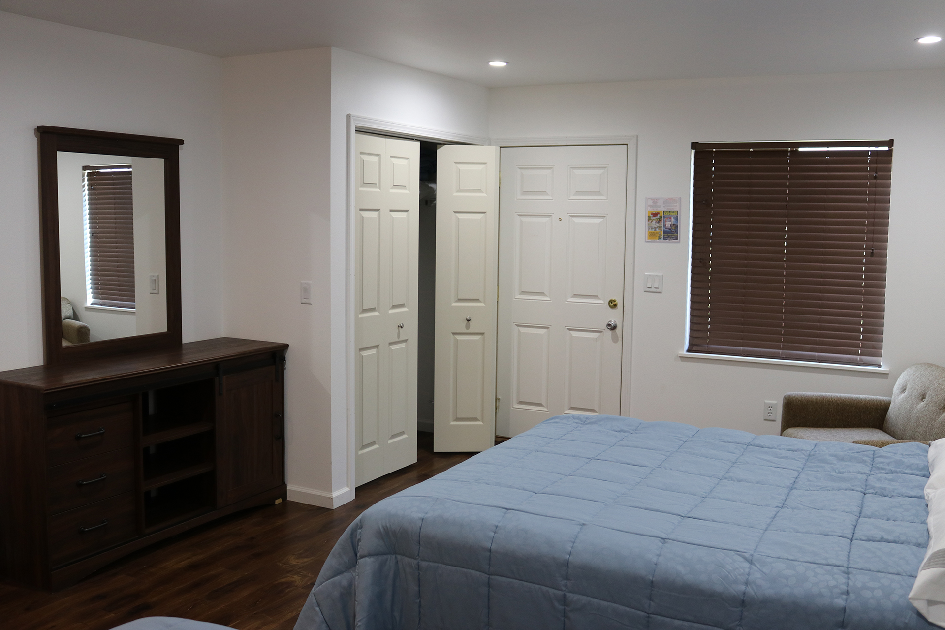 Holiday Shores Deluxe Motel 1